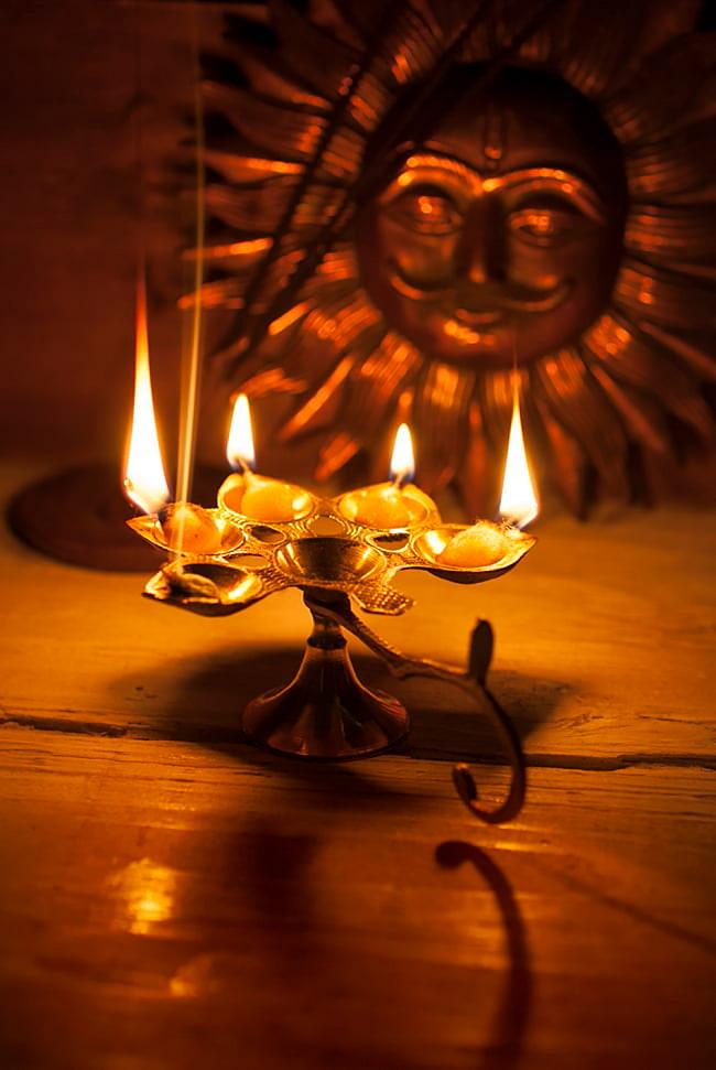 ロータスオイルランプ&香立て 6 - 類似品の点灯例になります。