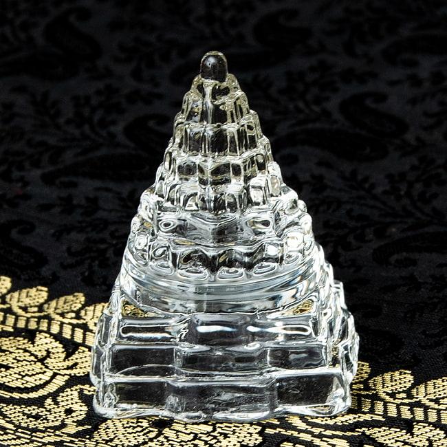 インドの神様 ガラス製ペーパーウェイト カチュワ・ヤントラ - 高さ5cm 2 - 角度を変えてみてみました
