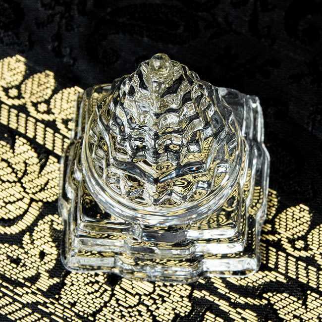 インドの神様 ガラス製ペーパーウェイト カチュワ・ヤントラ - 高さ5cm 3 - 角度を変えてみてみました