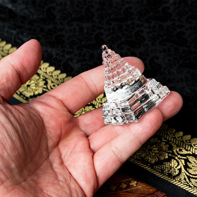 インドの神様 ガラス製ペーパーウェイト カチュワ・ヤントラ - 高さ5cm 5 - 手に取るとこれくらいの大きさです。