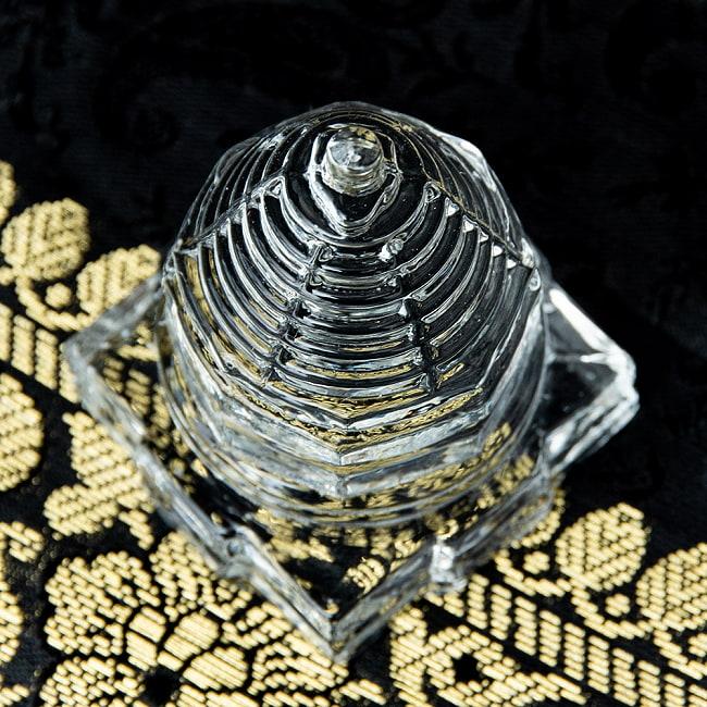 インドの神様 ガラス製ペーパーウェイト カチュワ・ヤントラ - 高さ4.5cm 2 - 角度を変えてみてみました