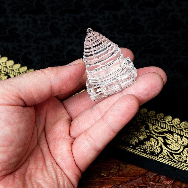 インドの神様 ガラス製ペーパーウェイト カチュワ・ヤントラ - 高さ4.5cm 5 - 手に取るとこれくらいの大きさです。