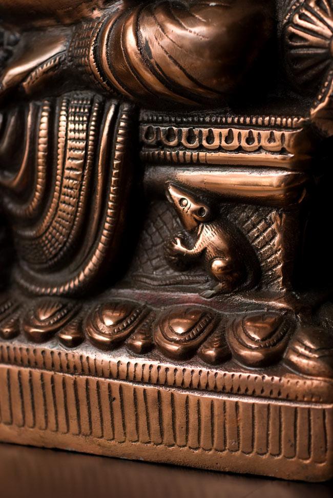 ガネーシャ【54cm】の写真9 - お膝元にはガネーシャの乗り物のねずみがいます。
