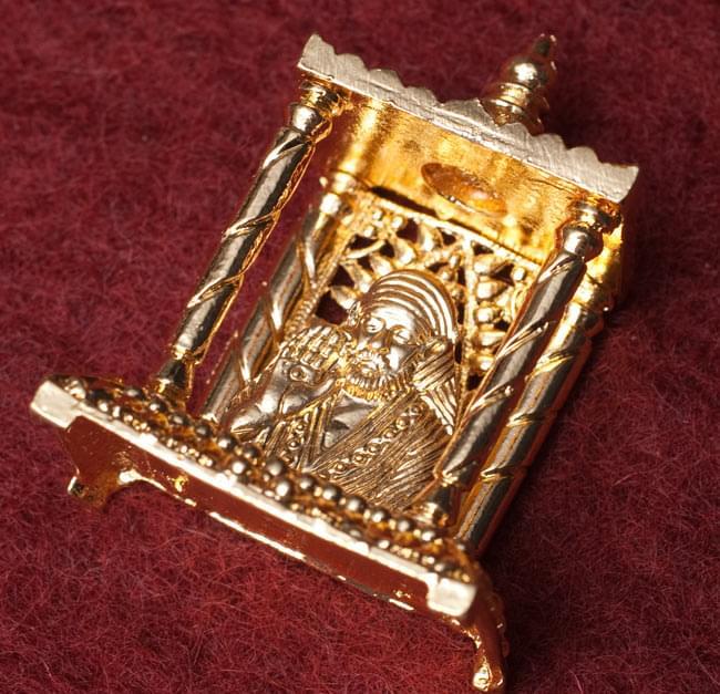 ゴールド・ミニ・サイババ - 寺院タイプの写真 -