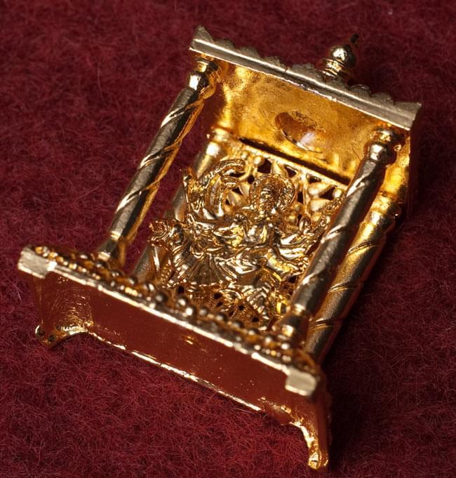 ゴールド・ミニ・ドゥルガー - 寺院タイプの写真 -