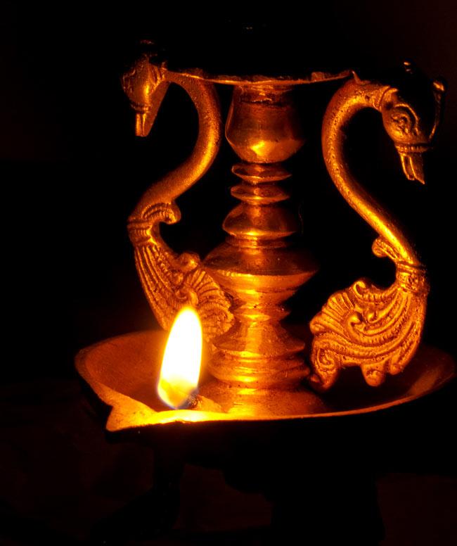 ラクシュミーの灯台 11 - オイルランプとして使用する時は、当店で販売している灯心をお使いいただくか、コットンをひねって灯心にします。