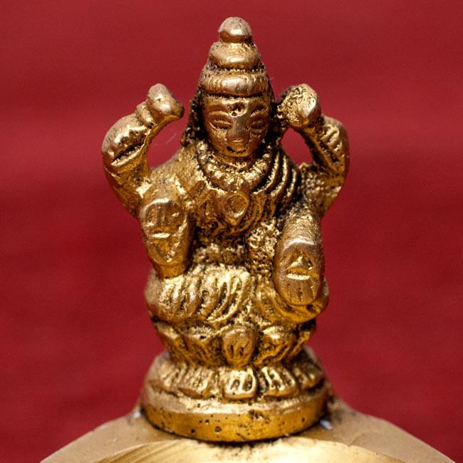 ピーコック2羽のオイルランプの写真9 - 【選択A - ラクシュミー】中心の神様が、ラクシュミーのものです。