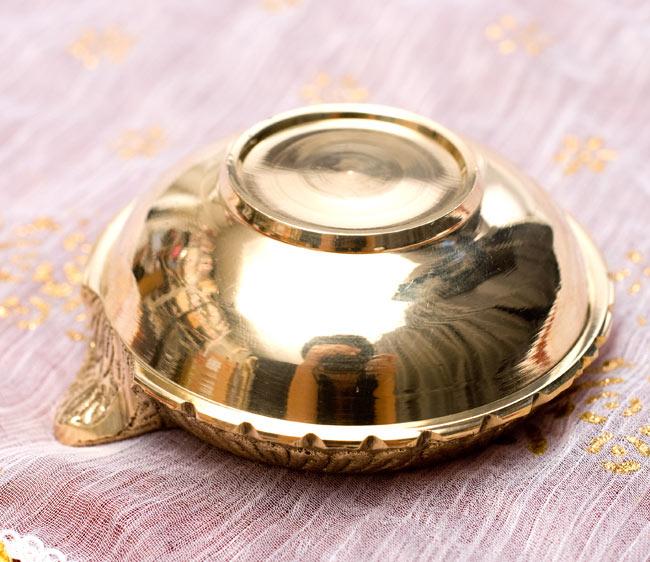 ディア・オイルランプ&灰皿【外径6.4cm】 5 - 裏面です。光沢があるため、カメラマンもしっかり写ってしまうほどです。