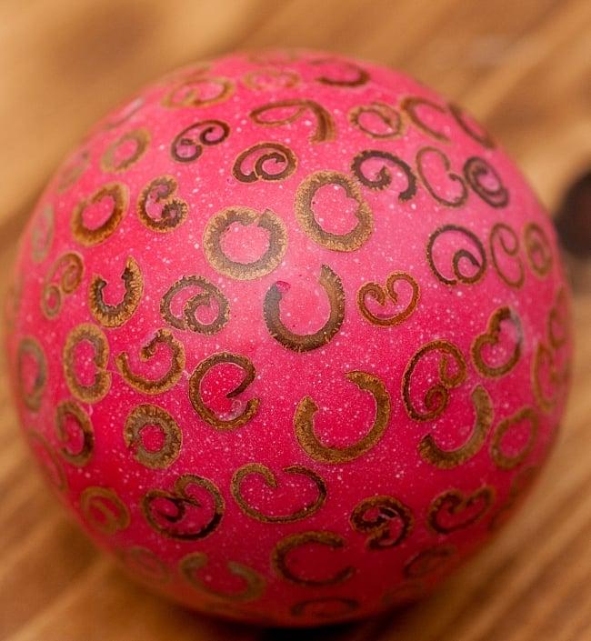 シナモン香り玉 【赤】 2 - アップにしてみました。シナモンの断面が模様になっています。