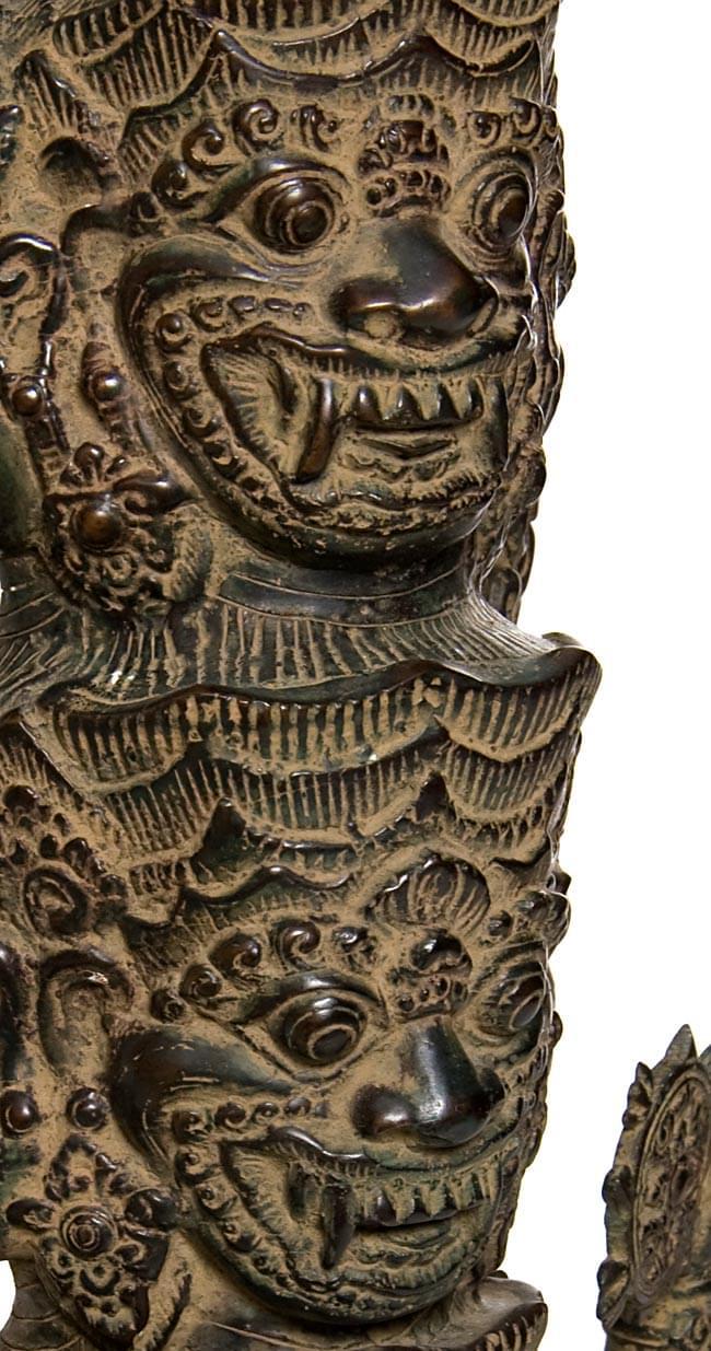 バリの神様像[73cm]の写真2 - 顔の拡大写真です。
