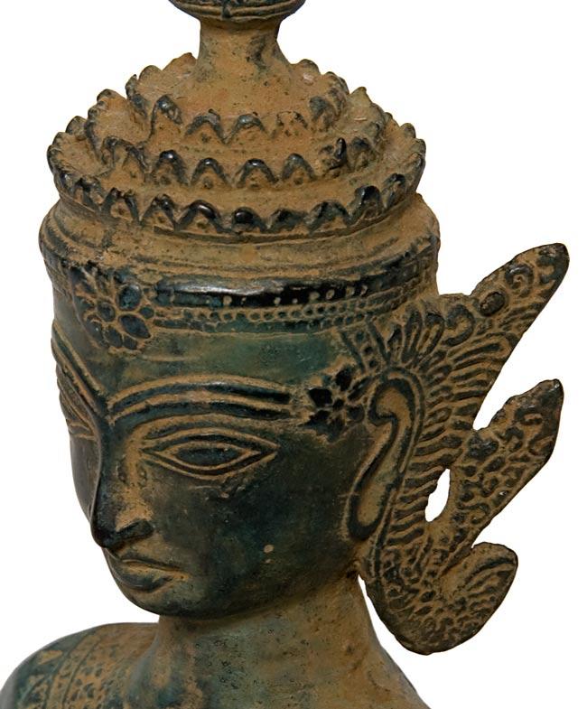 タイの神様像(19.5cm)の写真3 - 顔の拡大写真です。