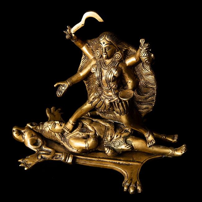 シヴァ神の腹の上で踊るカーリー[22cm]の写真