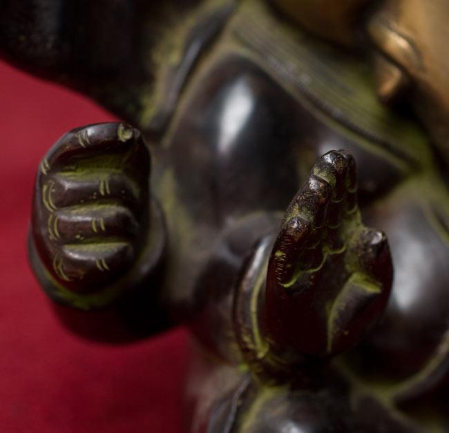 スキンヘッド・ガネーシャ[19cm]の写真4 - 手の部分も細かく作られています