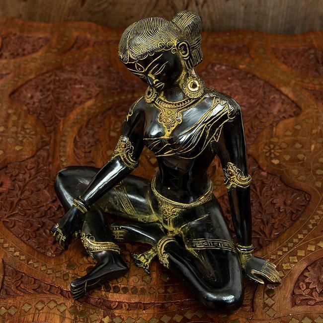 女性の像[22cm]の写真2 - 顔のアップです。