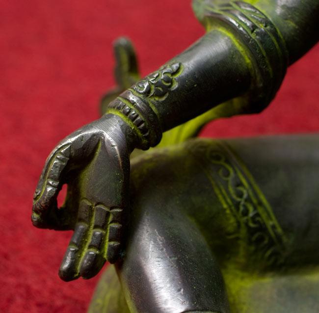 カディラヴァーニー・ターラー(グリーンターラー)[28cm]の写真6 - 右手を撮影しました