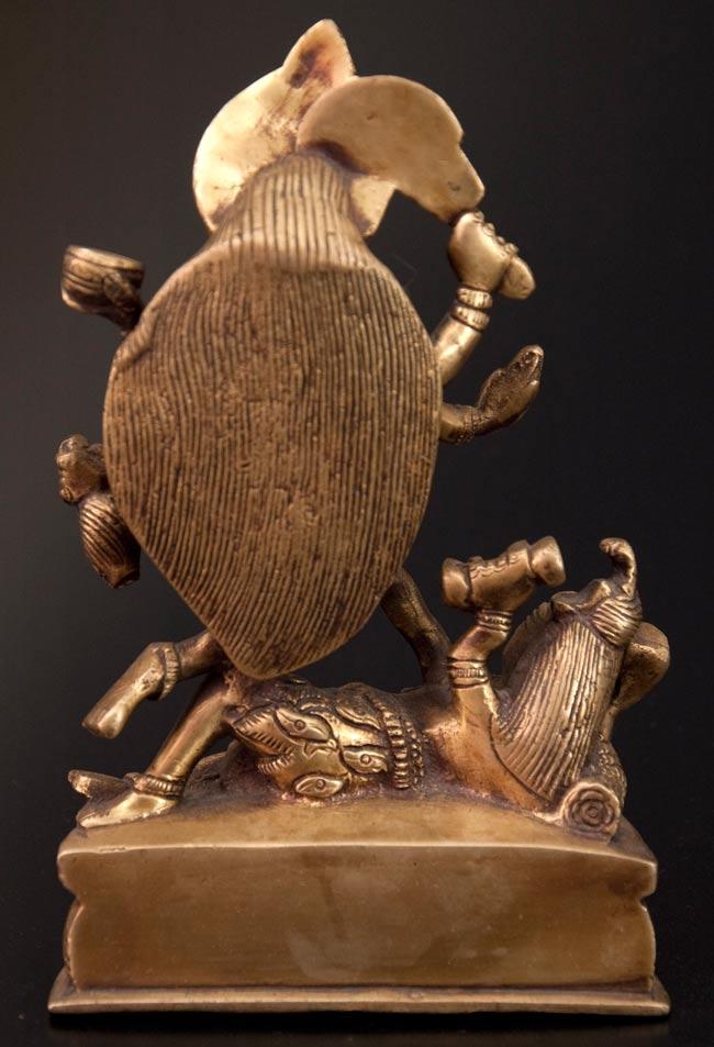 シヴァ神の腹の上で踊るカーリー[19cm]の写真6 - 後ろです。
