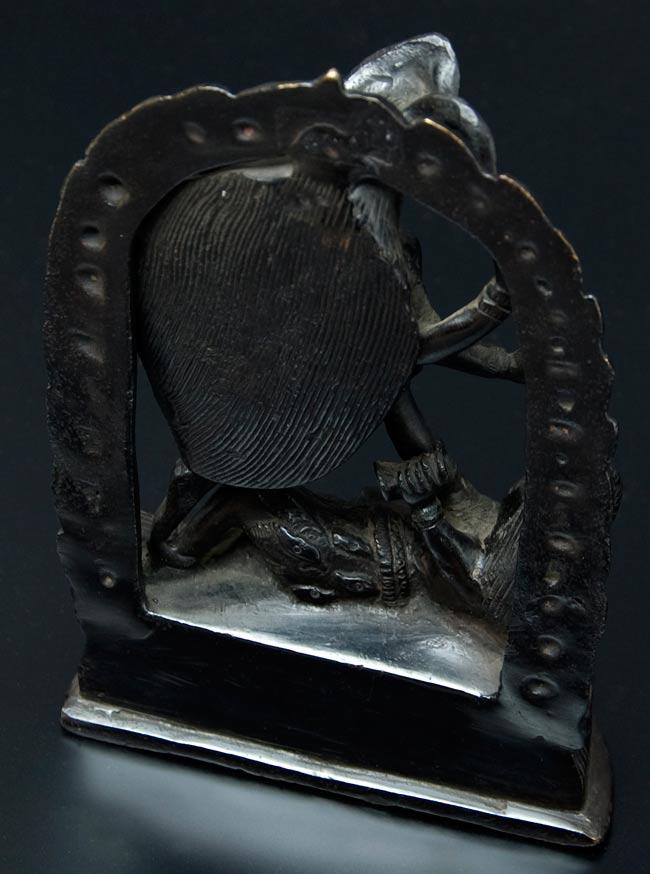 シヴァ神の腹の上で踊るカーリー[18cm]の写真6 - 後ろです。