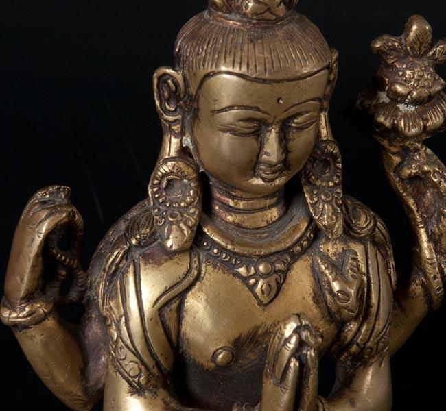 六字観音菩薩(シャドゥクシャリー・アヴァローキテーシュワラ)[16cm]の写真2 - お顔の部分のアップです