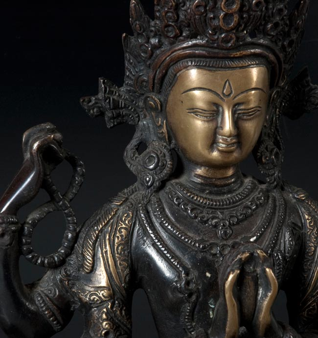 六字観音菩薩(シャドゥクシャリー・アヴァローキテーシュワラ)[37cm]の写真2 - お顔の部分のアップです