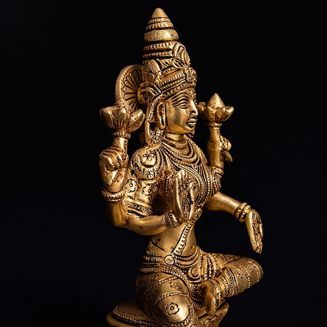 ブラス製 ラクシュミー像(高さ:19.7cm)の写真3 - 横からの写真です