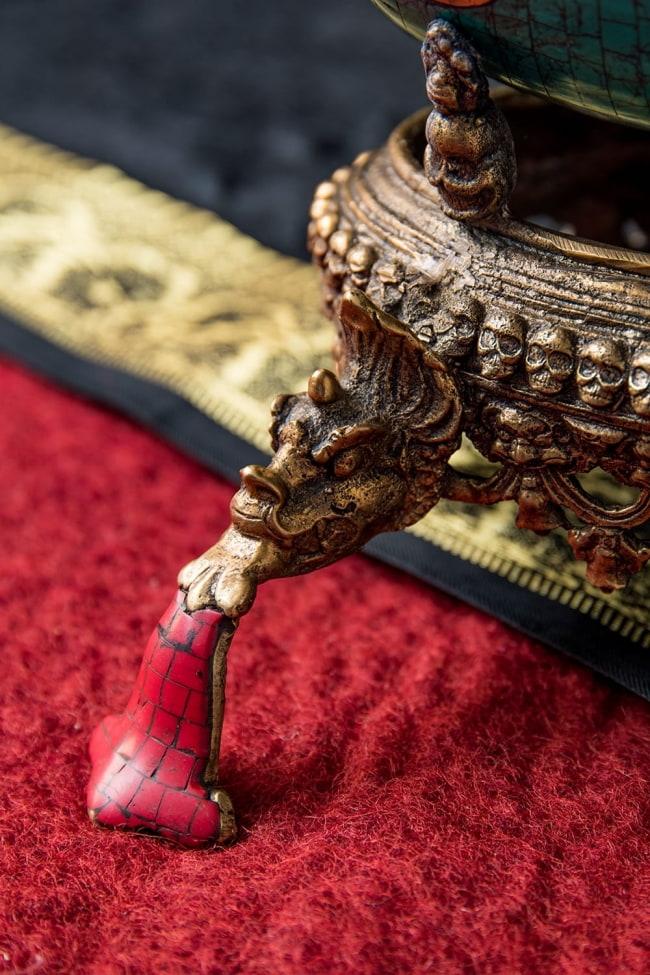 【高品質】チベット密教法具 頭蓋骨杯 カパーラ 7 - 台座の脚の様子です。