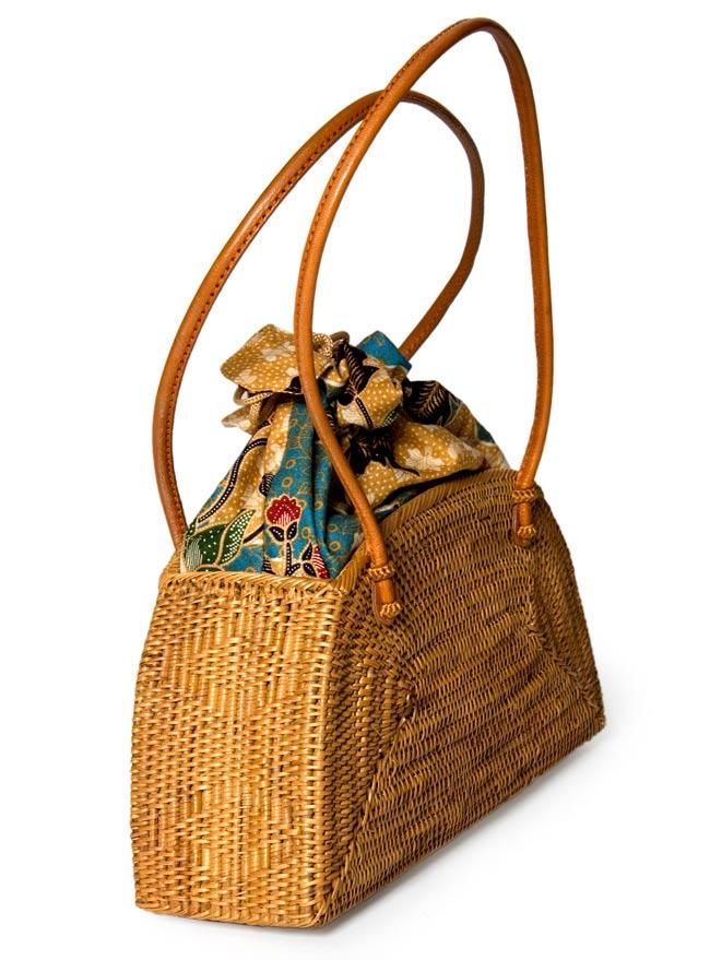 アタかご 巾着バッグ 発祥の地トゥガナン村で手作り 2 - 正面からの写真です
