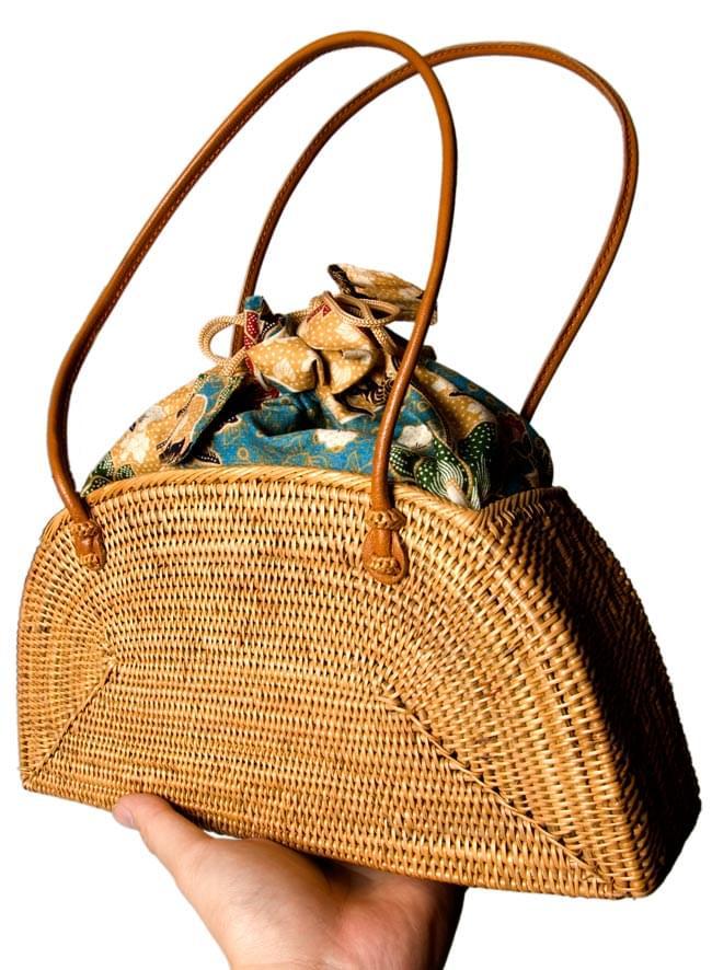 アタかご 巾着バッグ 発祥の地トゥガナン村で手作り 6 - インドネシアの伝統的な模様をプリントした、バティック生地がとても素敵です。