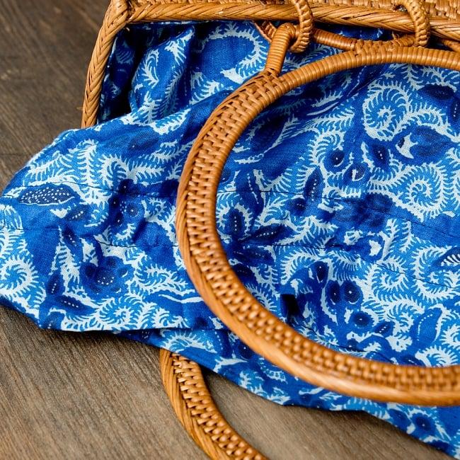 アタかご巾着付き月型バッグ 発祥の地トゥガナン村で手作り【約21cm x 29cm 】 10 - 色々な色合いがありますが、どちらもいい雰囲気です。