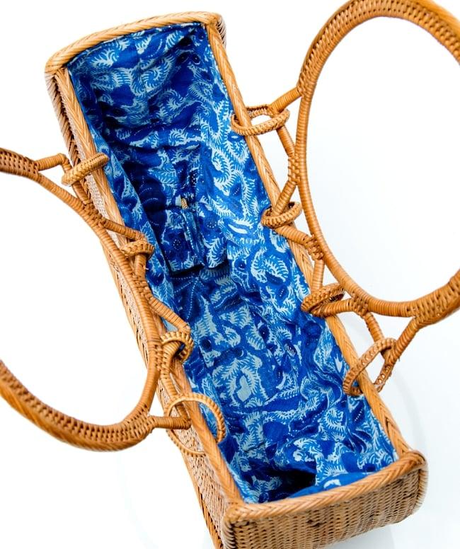 アタかご巾着付き月型バッグ 発祥の地トゥガナン村で手作り【約21cm x 29cm 】 11 - バッグの中です。見やすいように巾着を内側に入れて撮影しています。