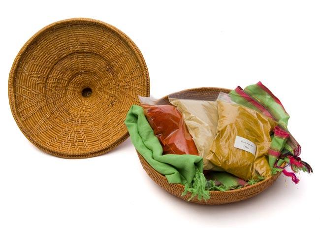 タジン鍋型小物入れ 【24cm】の写真4 - 実際に中に物を入れてみました。スパイス入れとしてキッチンにおいても良いですね。たっぷり入ります!