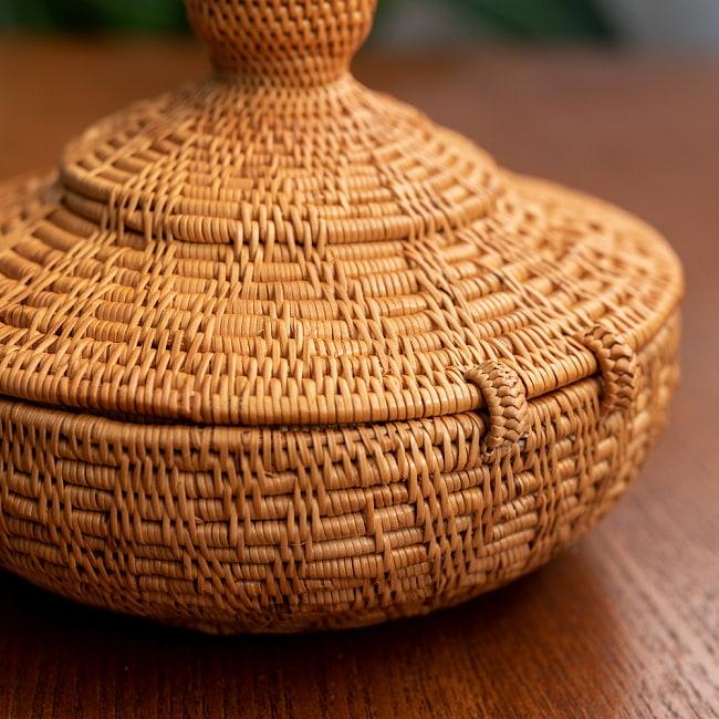 トゥガナン村のアタ タジン鍋型小物入れ 【14cm】の写真3 - 手に持ってみました。大きさが分かりますね。