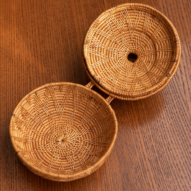 トゥガナン村のアタ タジン鍋型小物入れ 【直径12.5cm】 4 - 実際に中に物を入れてみました。玄関に置いて鍵などを入れるのにちょうど良い大きさですね。