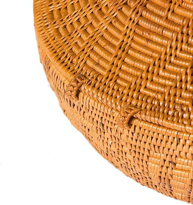 トゥガナン村のアタ タジン鍋型小物入れ 【直径12.5cm】 7 - 蓋部分は留めてあるので、離れることはありません。