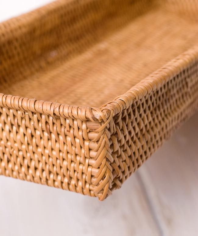 トゥガナン村のアタバスケットトレー【約28cm×約11.5cm】 4 - 細部を見てみましょう。緻密に編み込まれている様子が伺えます