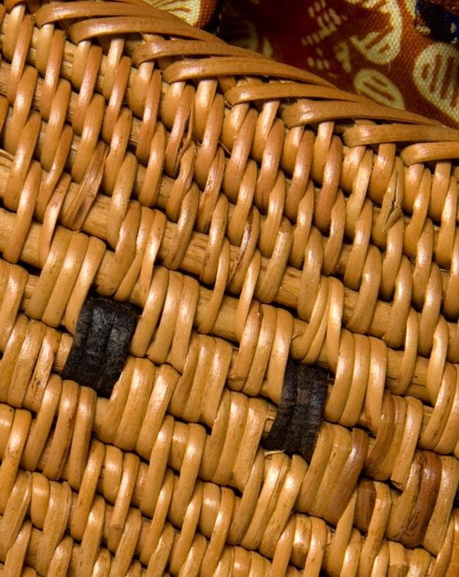 アタかご巾着バッグ 発祥の地トゥガナン村で手作り 4 - 裏面の写真です