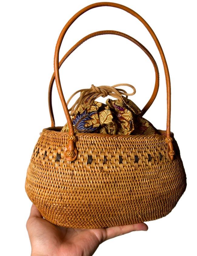 アタかご巾着バッグ 発祥の地トゥガナン村で手作り 6 - インドネシアの伝統的な模様をプリントした、バティック生地がとても素敵です。