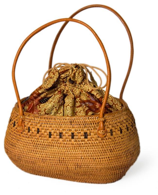 アタかご巾着バッグ 発祥の地トゥガナン村で手作りの写真