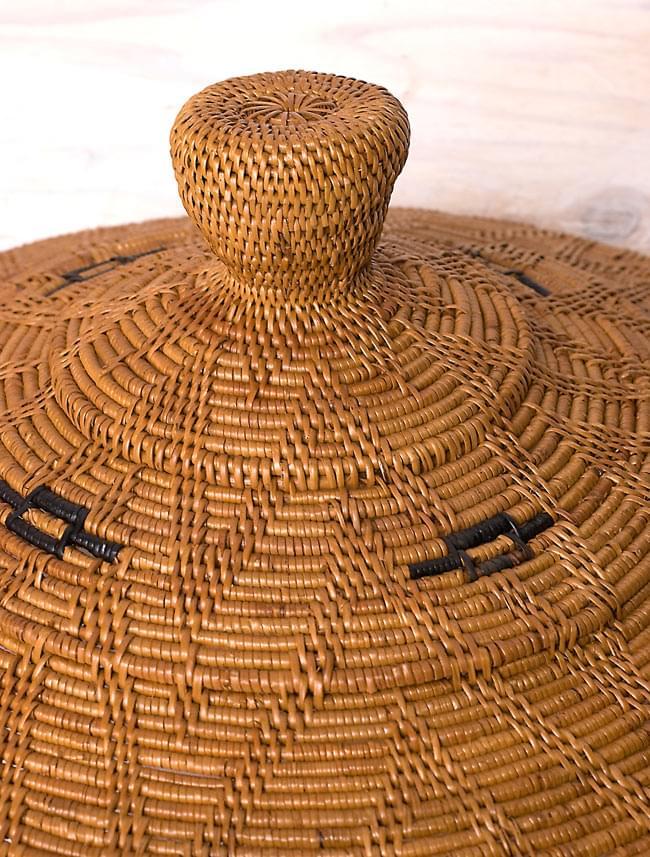 トゥガナン村の蓋付き収納アタバスケット - 大(約41cm x 51cm)の写真6 - ずんぐりとした可愛い持ち手