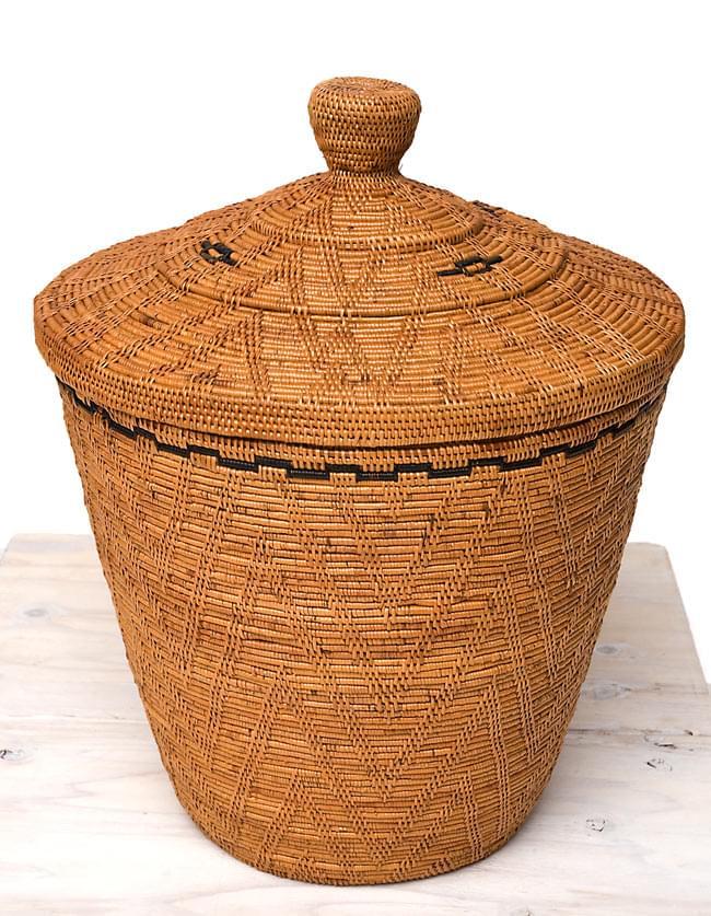 トゥガナン村の蓋付き収納アタバスケット - 大(約41cm x 51cm)の写真