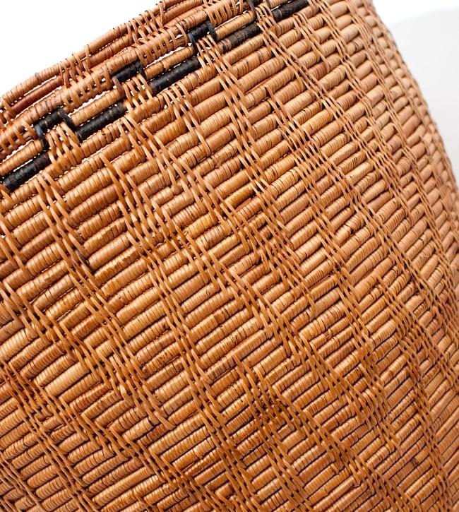 トゥガナン村の収納アタバスケット - 特大[高さ:48cm程度]の写真5 - 蓋をしめてみました