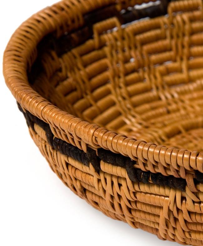 トゥガナン村のアタ 円形皿 - 小の写真2 - 一目一目、丁寧に編まれています