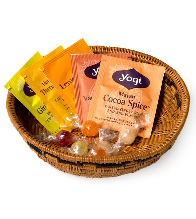 トゥガナン村のアタ 円形皿 - 小の写真5 - お菓子や果物など、小物を入れるのに便利ですよ