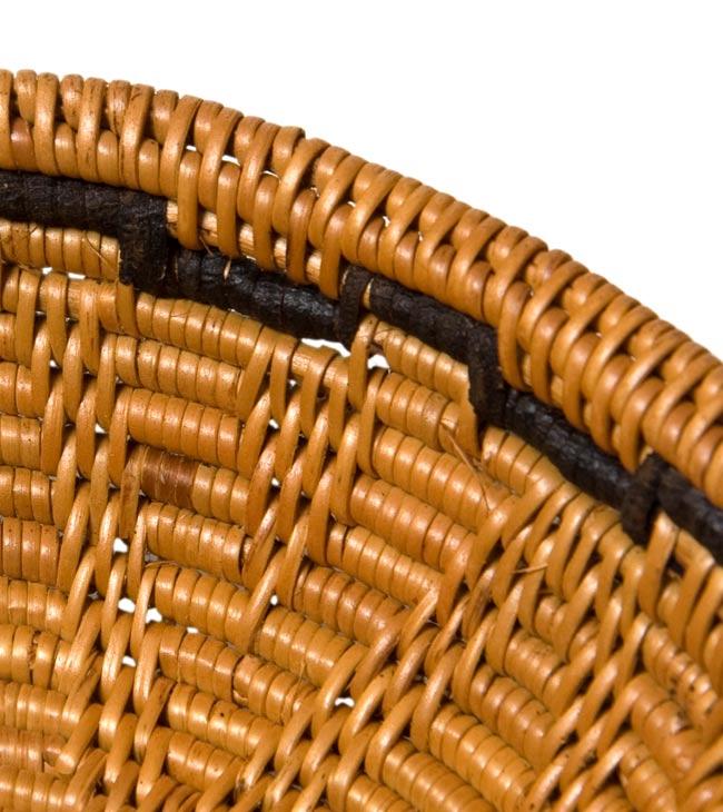 トゥガナン村のアタ 円形皿 - 中の写真2 - 一目一目、丁寧に編まれています