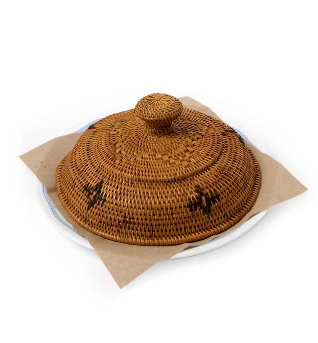 トゥガナン村のアタ フードカバーの写真5 - 試しにお皿の上に載っけてみたところです