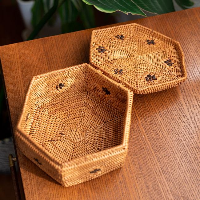 トゥガナン村のアタ 蓋付き六角小物入れの写真4 - ティーパックを入れてみました。様々な用途にお使い頂けますよ