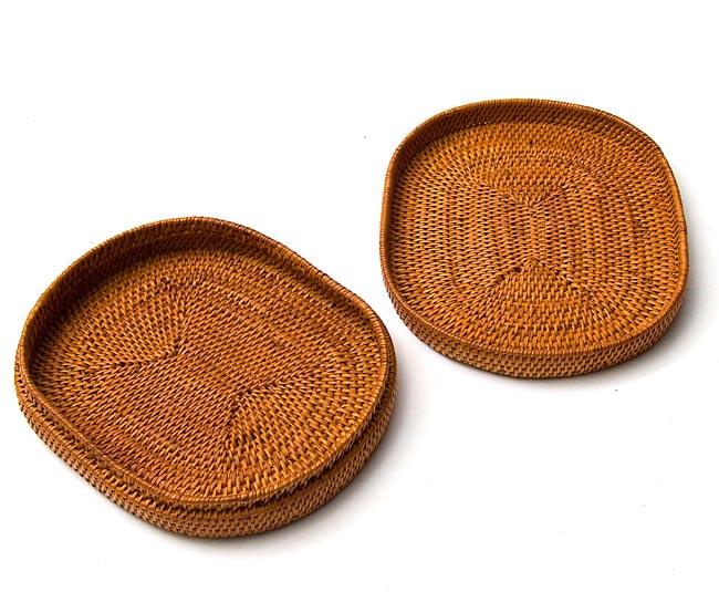 トゥガナン村のアタ 楕円ふたつき小物入れ【20cm】の写真4 - ふたは透明な紐で繋がれていますが、取って2枚でもお使いいただけますね。