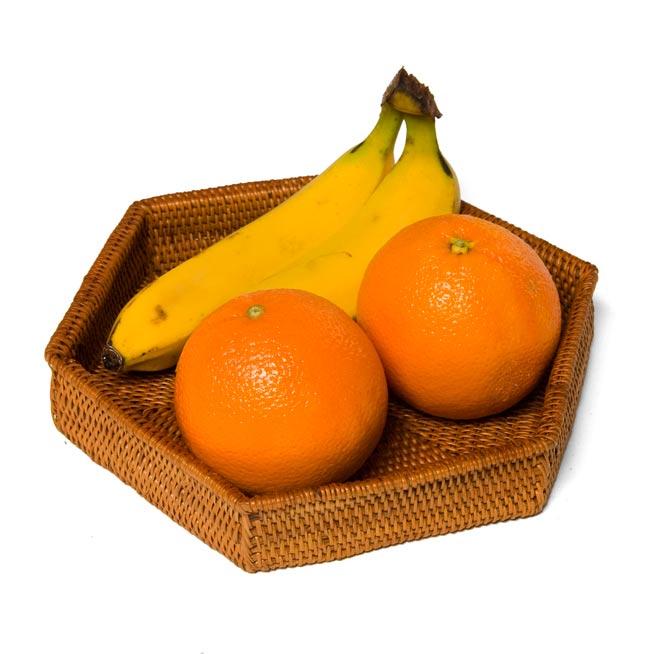 トゥガナン村のアタ 六角形小物入れ 【22cm】の写真2 - 果物を入れても良いですね。