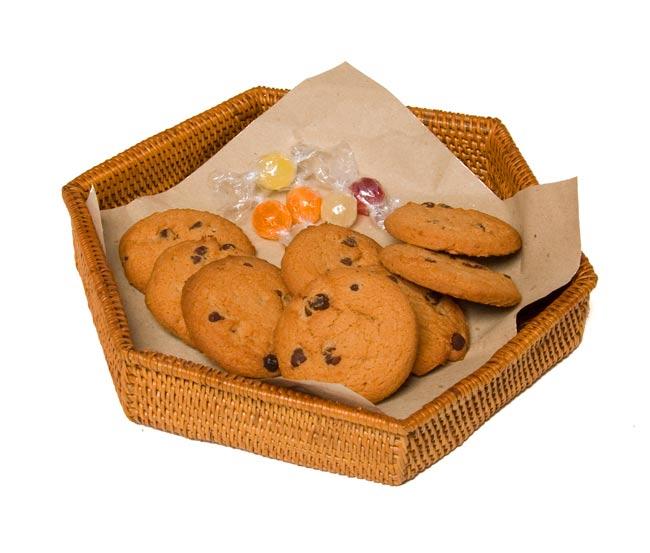 トゥガナン村のアタ 六角形小物入れ 【22cm】の写真5 - お菓子を入れても良いですね。