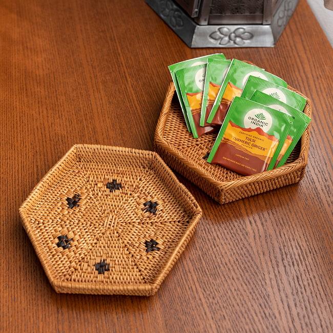トゥガナン村のアタ 六角形小物入れ 【17cm】の写真