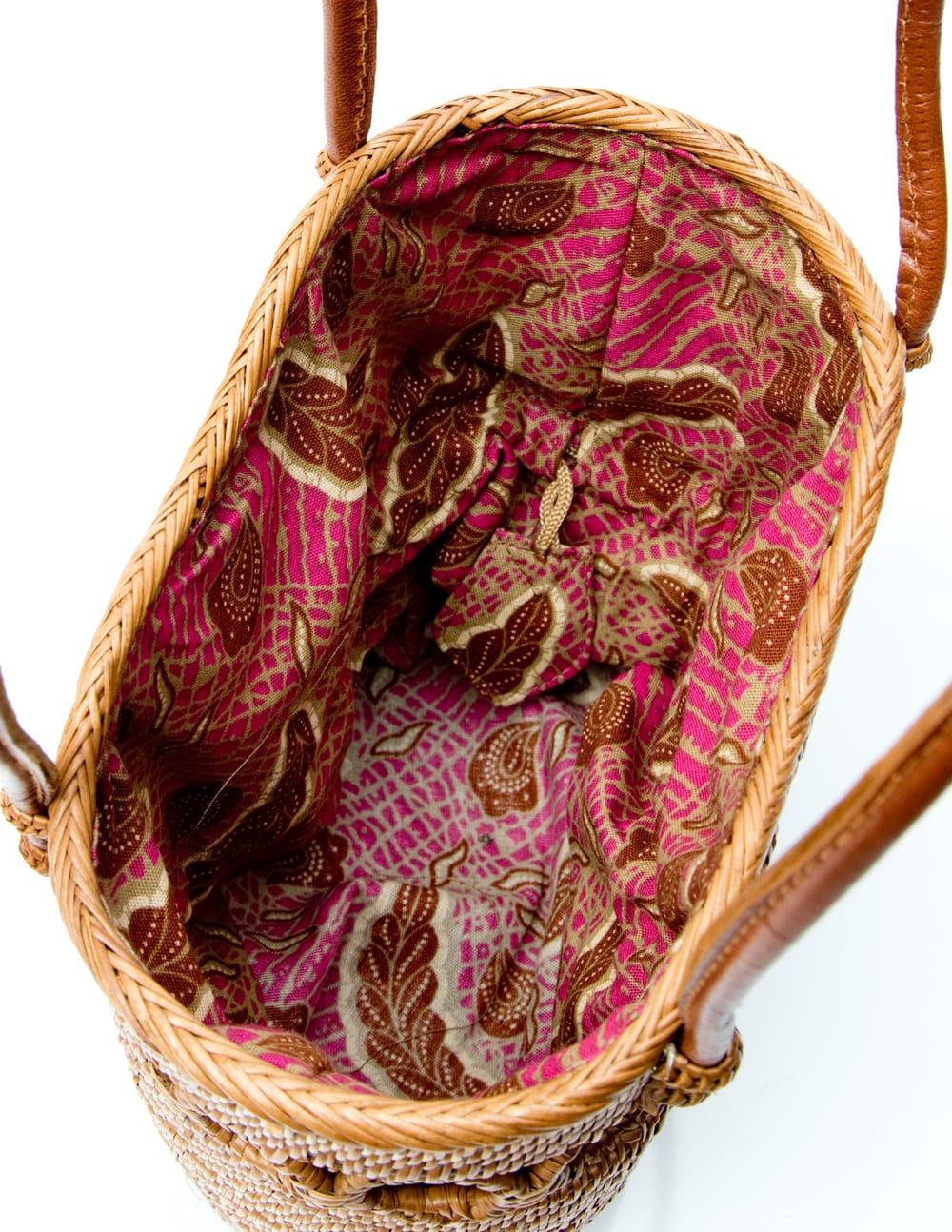 アタかご 巾着バッグ ココナッツボタン付き 発祥の地トゥガナン村で手作り【約19cm x 19.5cm】 11 - バッグの中です。見やすいように巾着を内側に入れて撮影しています。